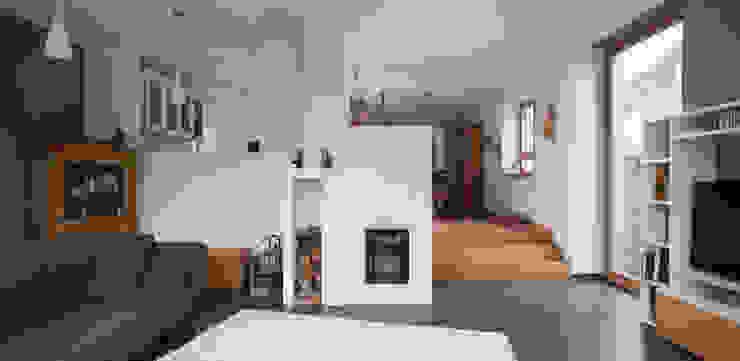 Modern living room by Gerstner Kaluza Architektur GmbH Modern