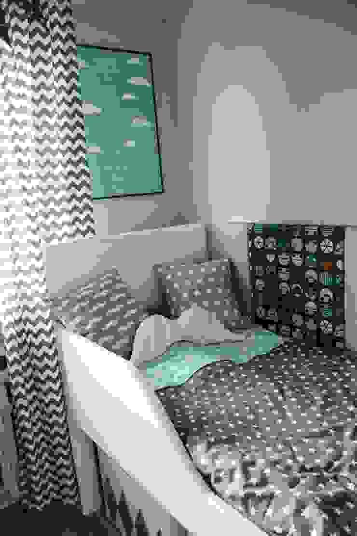 Pokój Chłopca -szarości, biel i handmade od PRACOWNIA PROJEKTOWA SHEKOKU Sabina Kulaszewicz Skandynawski