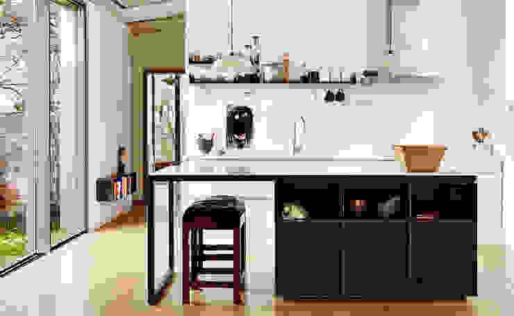 LARA RIOS HOUSE: Cocina Cocinas de estilo industrial de miba architects Industrial