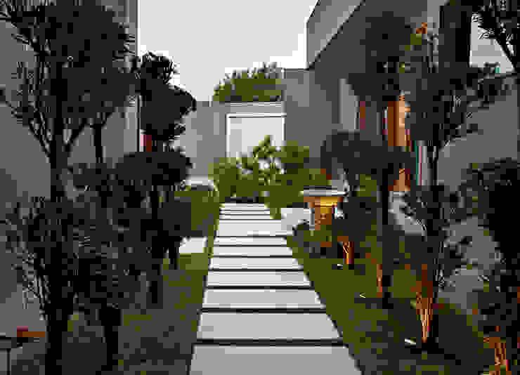 Escritório Jardim Jardins modernos por CP Paisagismo Moderno