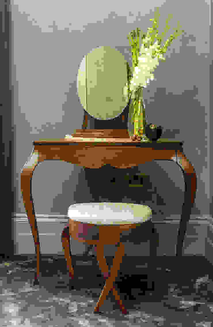 Bespoke dressing table par Camouflage Moderne
