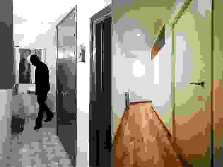 Una nueva vivienda en el piso de toda la vida... en Barri Porta, Barcelona. de XTe Interiorismo Minimalista