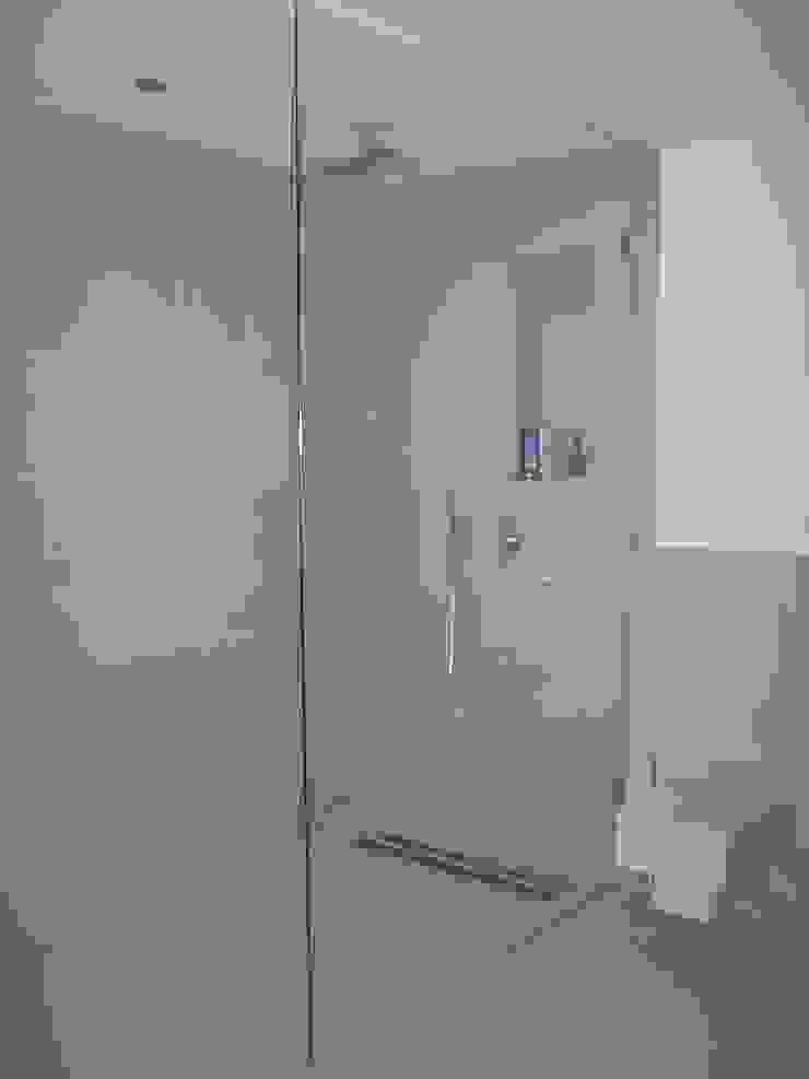 Glaserei Schmitt Baños de estilo moderno