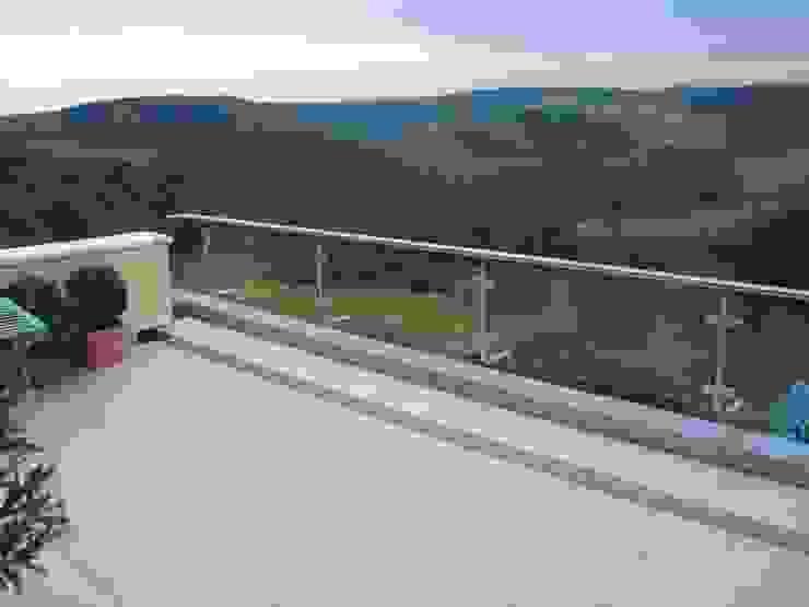 Glaserei Schmitt Balcones y terrazas de estilo moderno