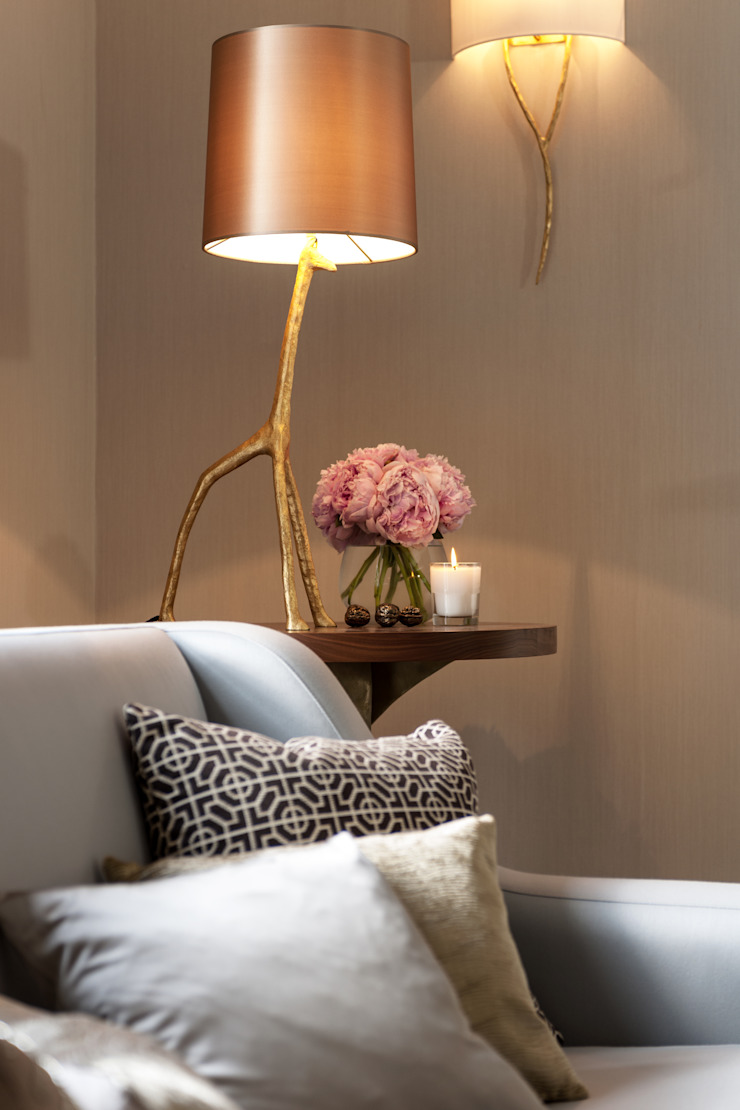 Whimsical touches Salon moderne par Camouflage Moderne