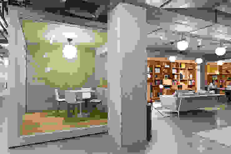 Spaces Moderne kantoor- & winkelruimten van ASPACEYOUDONOTWANTTOLEAVE.COM Modern