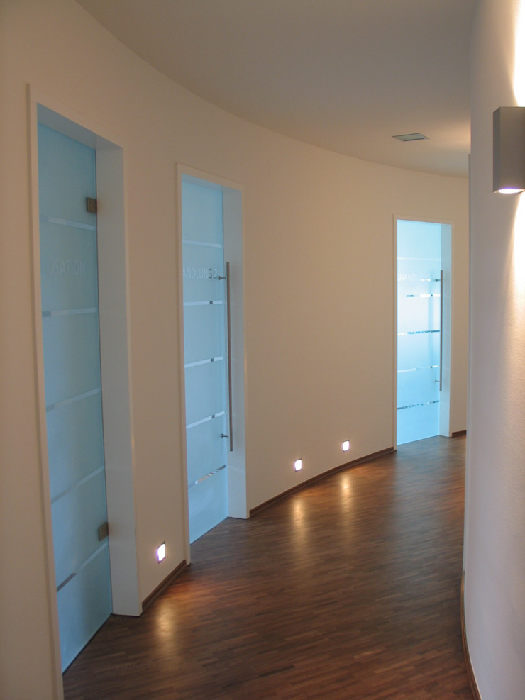 Glaserei Schmitt Pasillos, vestíbulos y escaleras de estilo moderno