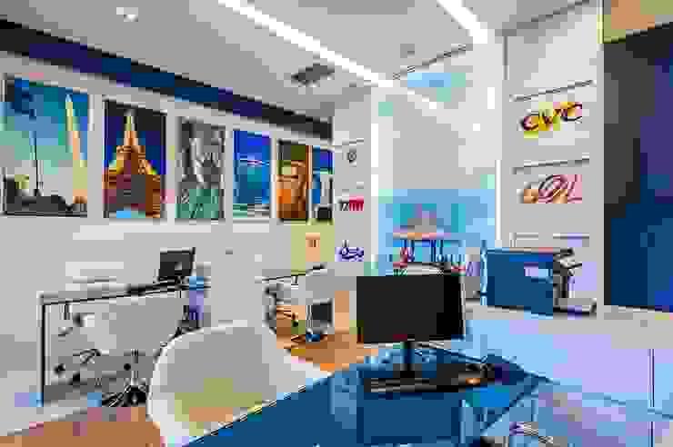 Interlaken agência de turismo Lojas & Imóveis comerciais modernos por Roesler e Kredens Arquitetura Moderno