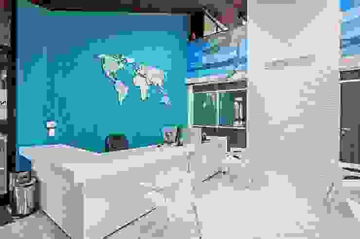 Scherman operadora de turismo Lojas & Imóveis comerciais modernos por Roesler e Kredens Arquitetura Moderno
