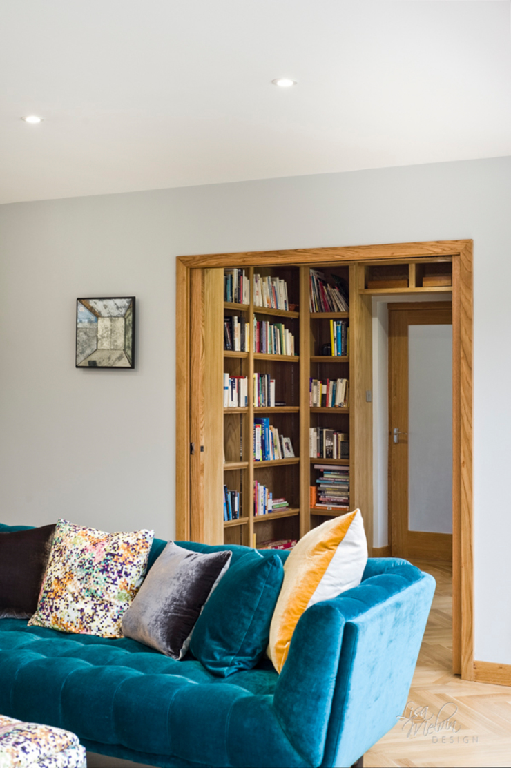 Library with pocket doors Moderner Multimedia-Raum von Lisa Melvin Design Modern