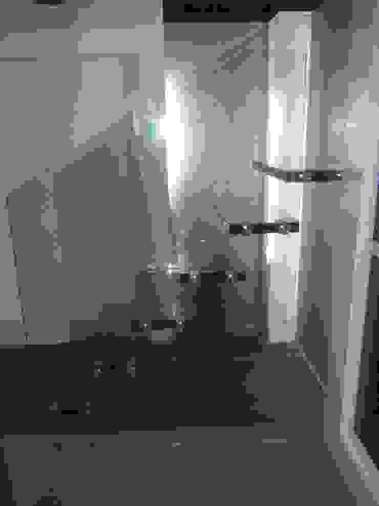 Corredores, halls e escadas modernos por dağılmaz cam sanayii Moderno