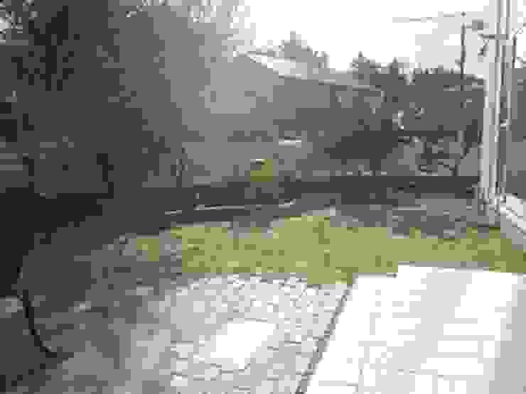 塀際に果樹を列植 オリジナルな 庭 の アーテック・にしかわ/アーテック一級建築士事務所 オリジナル