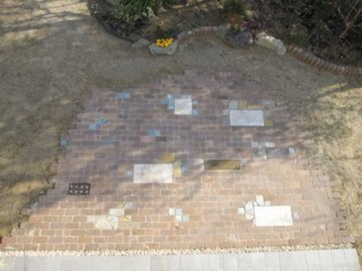 レンガ敷きにアクセントを加え オリジナルな 庭 の アーテック・にしかわ/アーテック一級建築士事務所 オリジナル