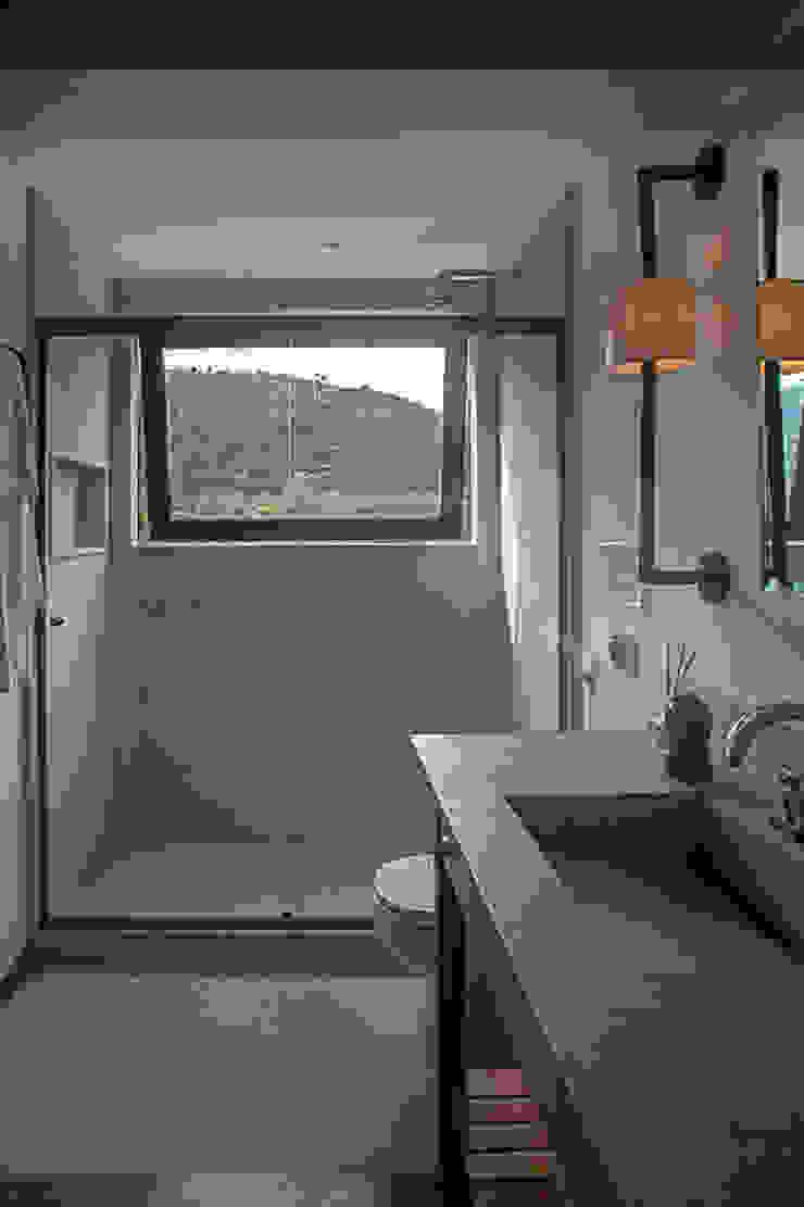 casa CR Raquel Junqueira Arquitetura Banheiros campestres