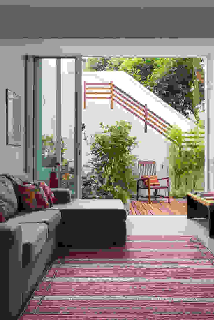 APARTAMENTO KG Salas de estar modernas por Raquel Junqueira Arquitetura Moderno