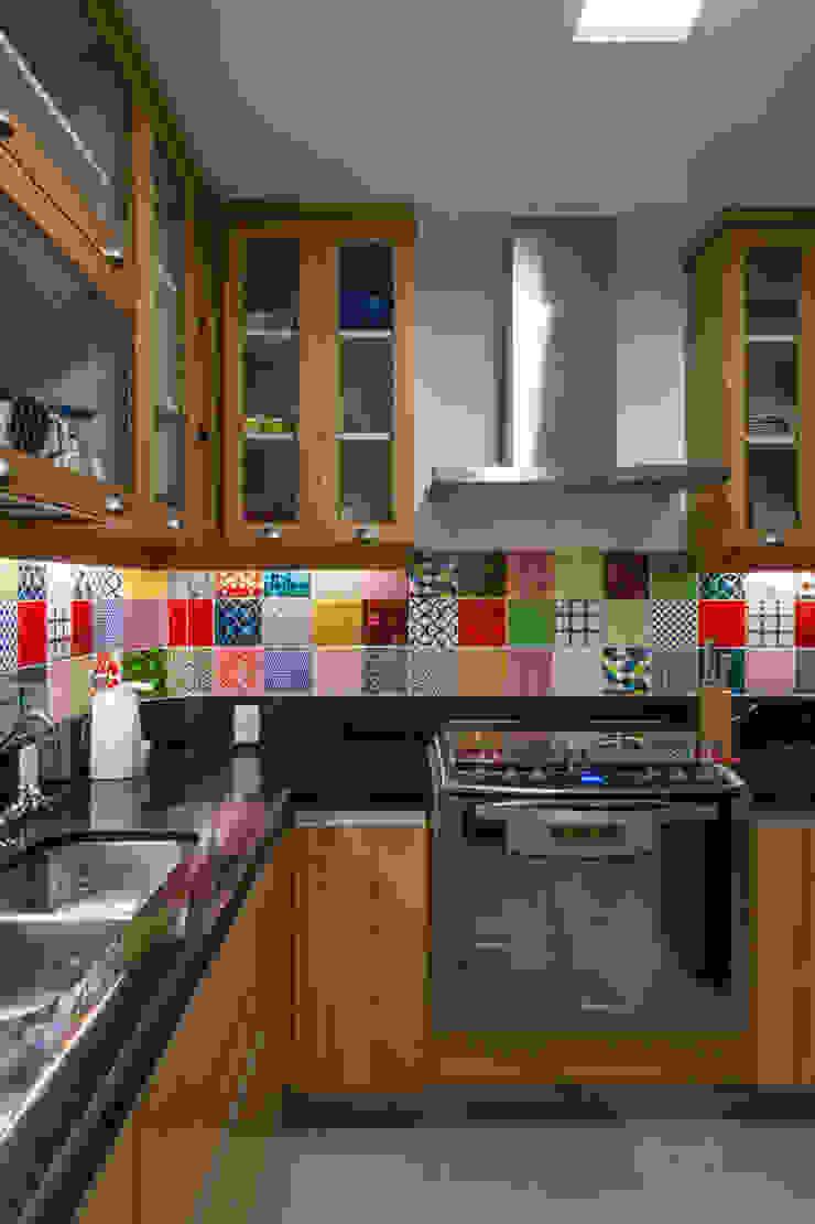 APARTAMENTO KG Cozinhas modernas por Raquel Junqueira Arquitetura Moderno