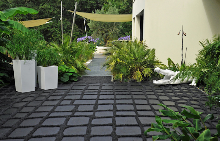 Jardinières pyramidales Image'In Tropical style garden by ATELIER SO GREEN Tropical