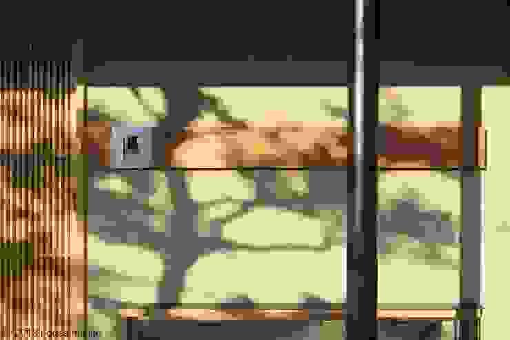 築39年の我が家に後30年快適に住まう!(リフォーム) クラシカルな 壁&床 の (株)ハウスインフォ クラシック