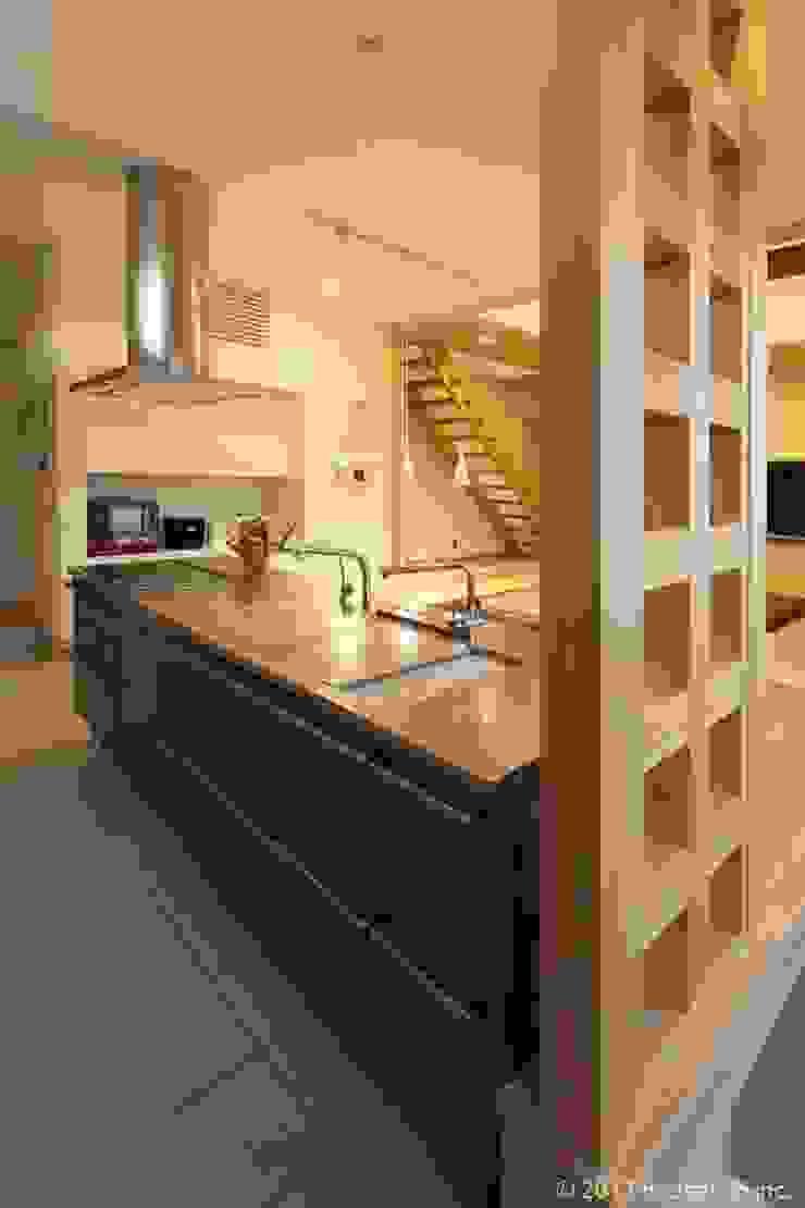 築39年の我が家に後30年快適に住まう!(リフォーム) クラシックデザインの キッチン の (株)ハウスインフォ クラシック