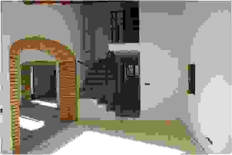 Olga Relaño Redondo Modern Corridor, Hallway and Staircase