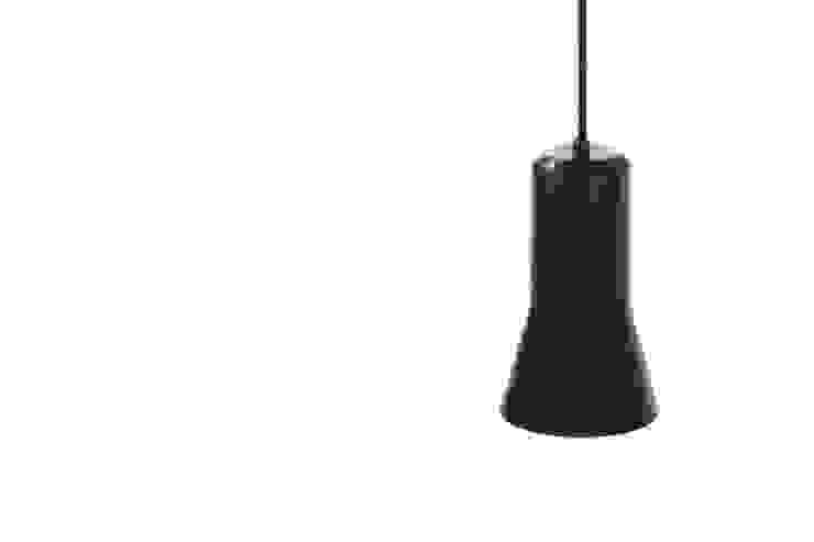 Ross Gardam anaodowana lampa wisząca The Touch z ręcznie formowanego aluminium od ilumia.pl Nowoczesny