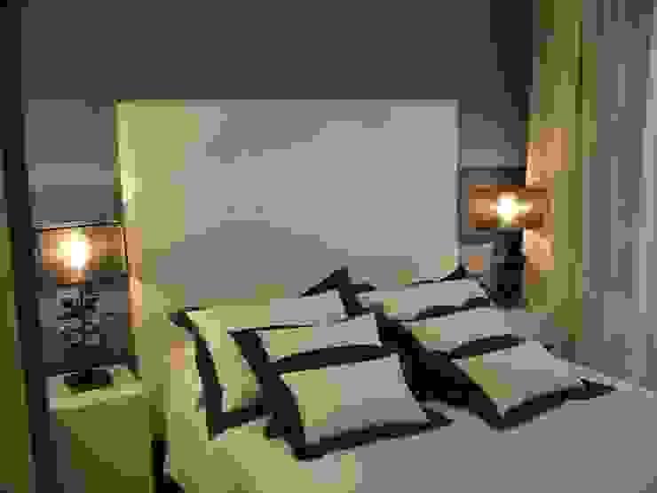 APARTAMENTO EN SITGES (BARCELONA) Dormitorios de estilo minimalista de RIART I ASSOCIATS Minimalista