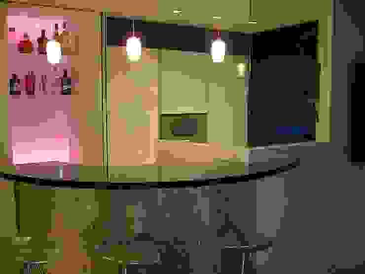 APARTAMENTO EN SITGES (BARCELONA) Cocinas de estilo minimalista de RIART I ASSOCIATS Minimalista