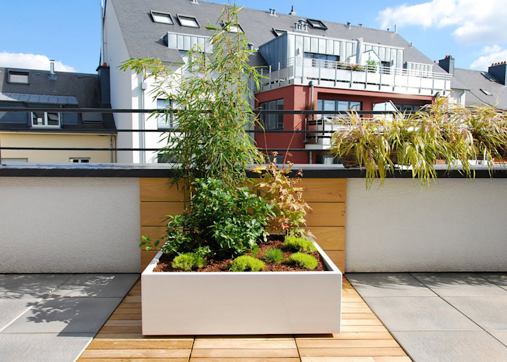 Custom planters IMAGE'IN - Designing of a private terrace in Luxembourg por ATELIER SO GREEN Moderno