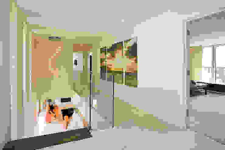 22 Chaddesley Glen Modern corridor, hallway & stairs by David James Architects & Partners Ltd Modern