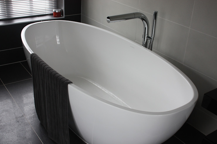 Bath Daman of Witham Ltd Baños de estilo moderno