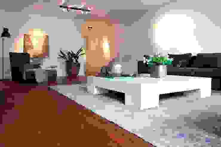 Bijzondere zwarte kabbes vloer (of sucupira) Moderne woonkamers van BVO Vloeren Modern