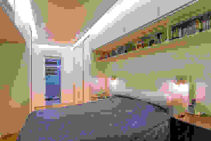 Raphael Civille Arquitetura Minimalist bedroom