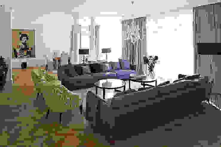 Dom w Wilanowie Klasyczny salon od BBHome Design Klasyczny