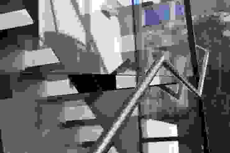Modern Corridor, Hallway and Staircase by zone architekten Modern