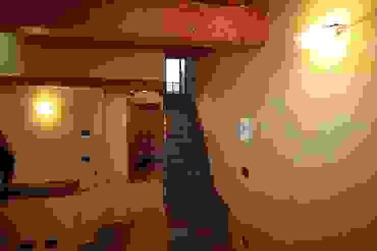 scala interna che porta alla mansarda di Agenzia San Grato di Marcoz Carlo Classico