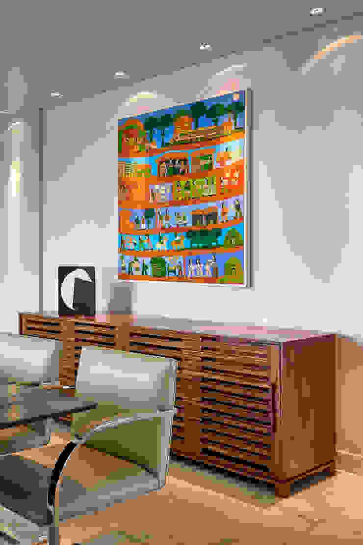 Buffet em madeira e tela de Antônio Poteiro por Fernanda Sperb Arquitetura e interiores Moderno