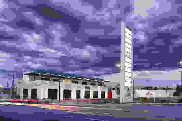 Vista General de la plaza Espacios comerciales de estilo minimalista de ARQUITECTURA EN PROCESO Minimalista