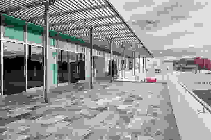 Terraza segundo nivel Espacios comerciales de estilo minimalista de ARQUITECTURA EN PROCESO Minimalista