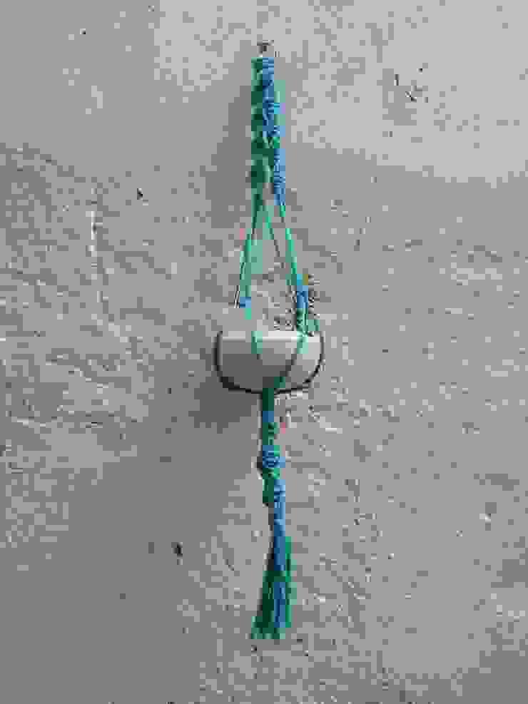 Colgador macramé azul. de Meublé Ecléctico