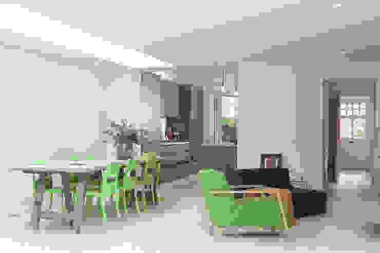 PG Residence Scandinavian style dining room by deDraft Ltd Scandinavian