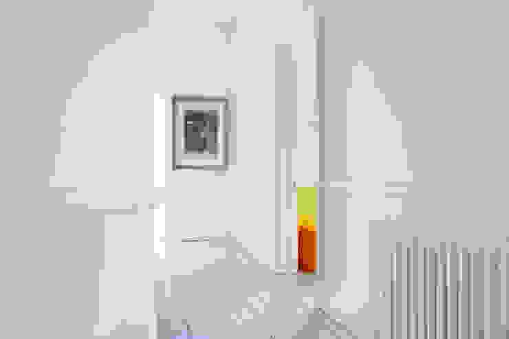 PG Residence Scandinavian style corridor, hallway& stairs by deDraft Ltd Scandinavian