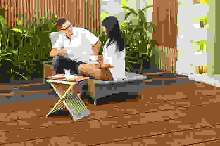 Brede bamboe terrasplanken in de kleur Coffee. Moderne balkons, veranda's en terrassen van Veluwood B.V. Modern