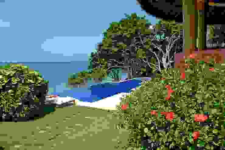 Casa Mis Amores Albercas tropicales de BR ARQUITECTOS Tropical