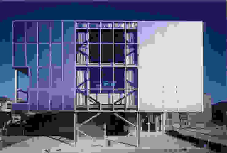 西側外観 モダンな 家 の 井戸健治建築研究所 / Ido, Kenji Architectural Studio モダン