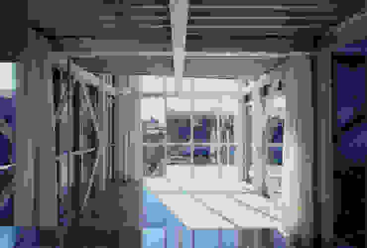 2階 弟世帯LDK モダンデザインの リビング の 井戸健治建築研究所 / Ido, Kenji Architectural Studio モダン
