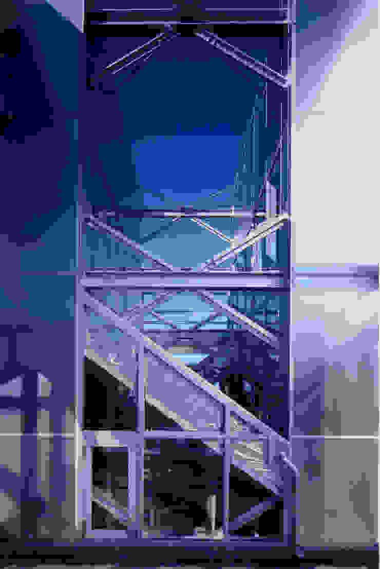 2階 テラス モダンデザインの テラス の 井戸健治建築研究所 / Ido, Kenji Architectural Studio モダン