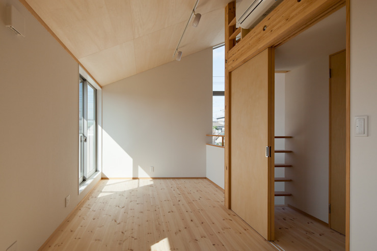 屋外ブリッジのある家 モダンデザインの 子供部屋 の 株式会社山岡建築研究所 モダン
