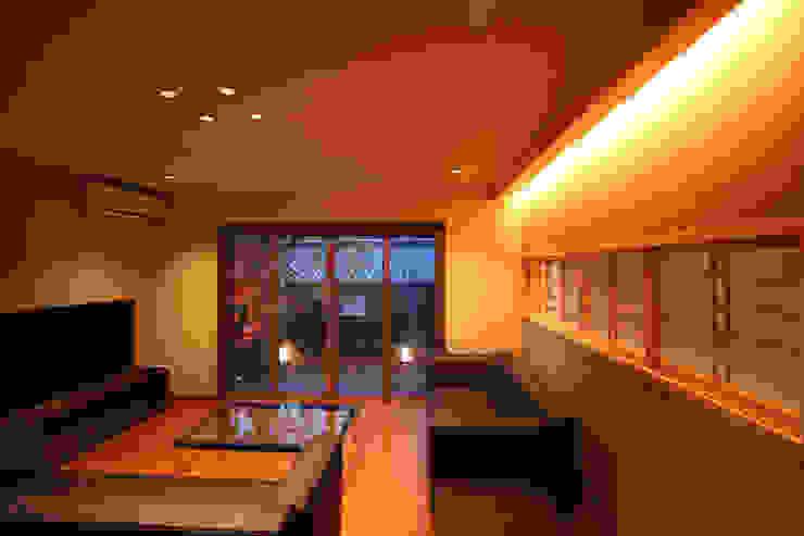 嵯峨二尊院の家: 株式会社ローバー都市建築事務所が手掛けたリビングです。,オリジナル