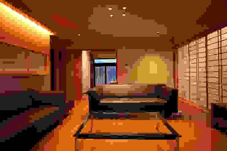 嵯峨二尊院の家 オリジナルデザインの リビング の 株式会社ローバー都市建築事務所 オリジナル