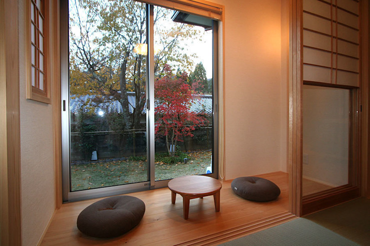 嵯峨二尊院の家 オリジナルデザインの 多目的室 の 株式会社ローバー都市建築事務所 オリジナル